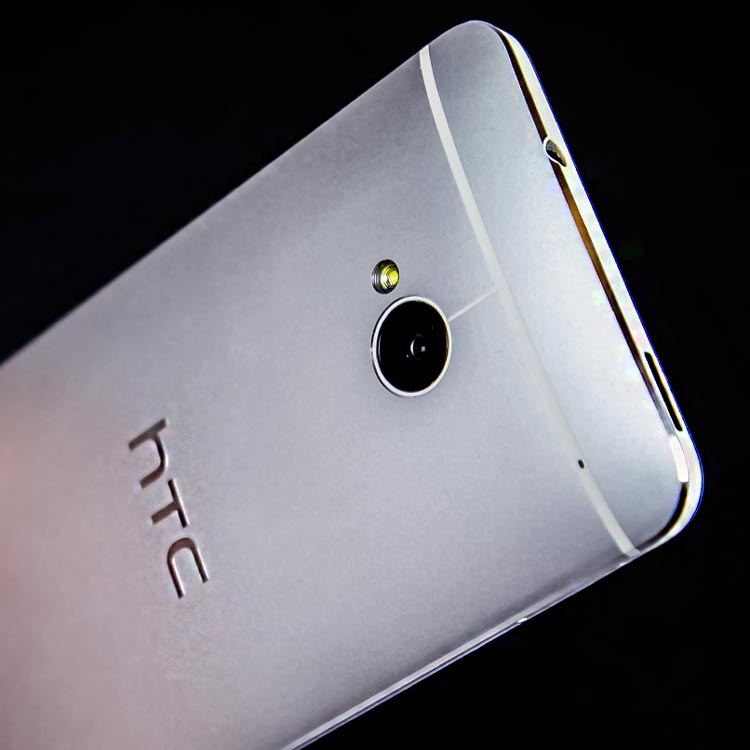 HTC-One-bagside