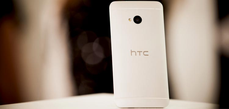 HTC-One-table
