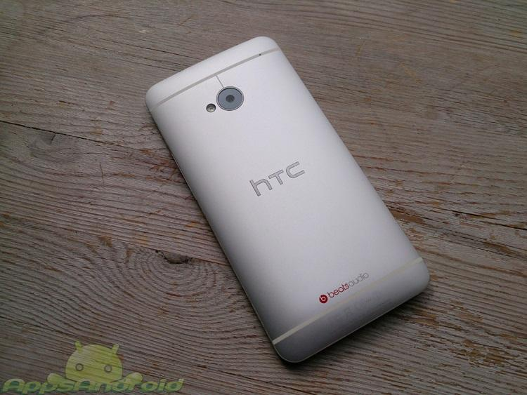 HTC One bagside
