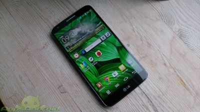 thumb LG G2 on front