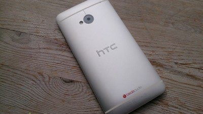 thumb HTC One bagside
