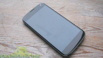 thumb LG Nexus 4 smartphone